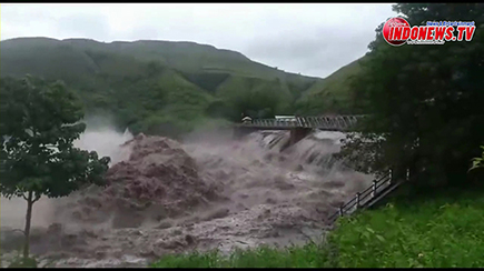 , Siapa yang bertanggung JAWAB ? Banjir Lahar Dingin Rusak Puluhan Rumah Warga NTT dan NTB.,